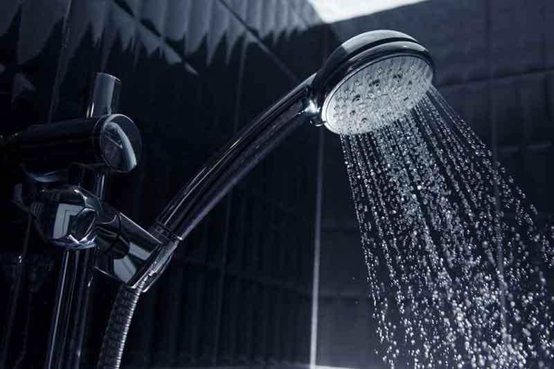 Vòi tắm hoa sen cho lượng nước đều và ổn định
