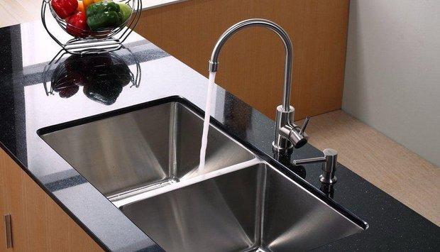 Vòi rửa chén chảy yếu do van điều tiết nước gắp vấn đề