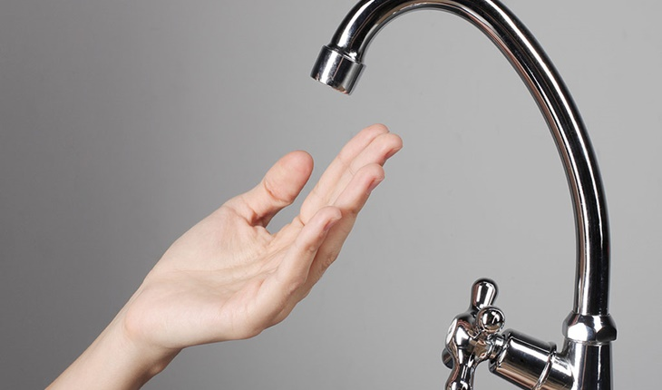 Vòi nước rửa bát chảy yếu hoặc vòi rửa bát bị tắc nghẽn là do đâu?