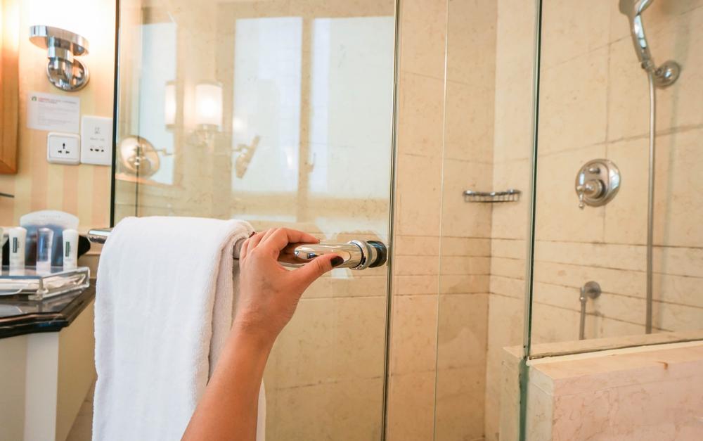 Nào hãy nhanh chóng áp dụng cách làm sạch thiết bị vệ sinh inox để sỡ hữu không gian phòng tắm sạch bong.
